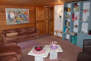 Chalet Marmottes, Chalets  Saas-Fee - big - 10