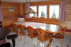 Chalet Marmottes, Chalets  Saas-Fee - big - 8