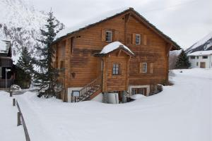 Chalet Marmottes, Chalets  Saas-Fee - big - 1