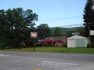 Hotels near 30 Something Restaurant and LNG, Altoona (PA) BEST