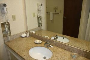 Baymont Inn & Suites - Clarksville, Hotels  Clarksville - big - 4