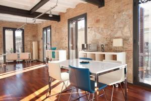 AB Paral·lel Apartments