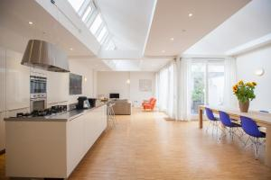Helmers | Artfulstay Apartments