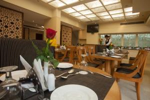 Hotel Athena, Отели  Нью-Дели - big - 25