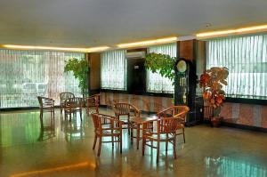 哈考曼加杜阿廣場酒店 (Plaza Hotel Harco Mangga Dua)