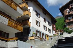 Apartmenthaus Holiday, Ferienwohnungen  Saas-Fee - big - 1