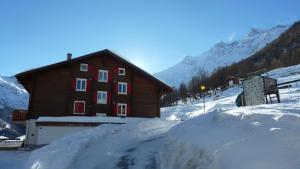 Haus Belle-Vue, Apartmány  Saas-Fee - big - 49