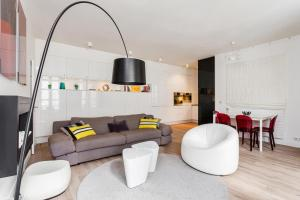 Squarebreak - Beaux-Arts Apartment