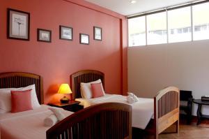 Feung Nakorn Balcony Rooms and Cafe, Отели  Бангкок - big - 18