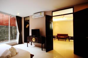 Feung Nakorn Balcony Rooms and Cafe, Отели  Бангкок - big - 2