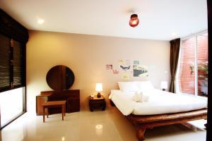 Feung Nakorn Balcony Rooms and Cafe, Отели  Бангкок - big - 33