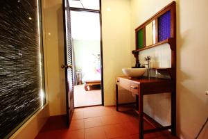 Feung Nakorn Balcony Rooms and Cafe, Отели  Бангкок - big - 20