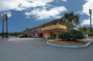 obrázek - Super 6 Inn & Suites Pensacola