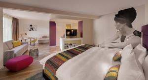 """Улучшенный номер с кроватью размера """"king-size"""" и диван-кроватью"""