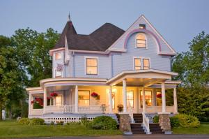 Castle in the Country Bed & Breakfast Inn - Accommodation - Allegan