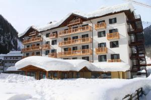 Hotel Cristallo, Hotels  Peio Fonti - big - 12
