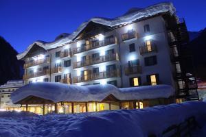 Hotel Cristallo, Hotels  Peio Fonti - big - 14
