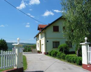 Apartments Vidoš, Appartamenti  Drežnik Grad - big - 1