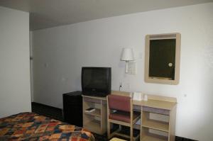Knights Inn Tulsa, Motels  Tulsa - big - 3