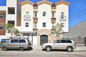 Van Nuys - One Bedroom Apartme..