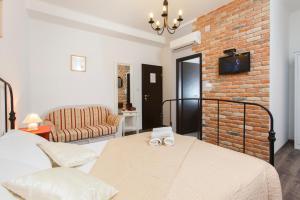 Prior Suites Split