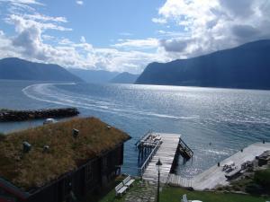Leikanger Fjord Hotel