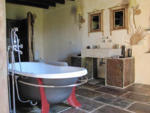 Can Serola, Hotel  Sales del Llierca - big - 25
