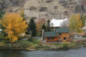 River's Bend Lodge - Accommodation - Cascade
