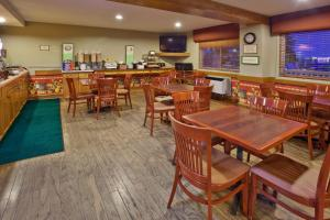 Country Inn & Suites by Radisson, Regina, SK, Hotels  Regina - big - 24