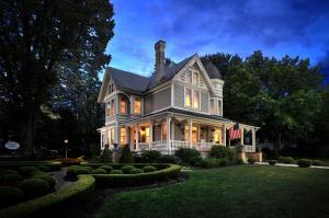 The Historic Morris Harvey House - Accommodation - Fayetteville
