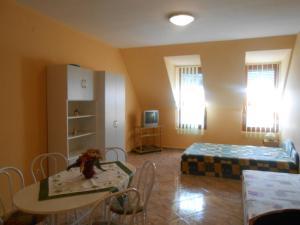 Mercédesz Apartman, Apartments  Gyula - big - 1