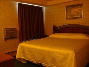 Blue Bird Hotel