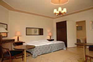 Castelinho Apartmanház, Ferienwohnungen  Gyenesdiás - big - 18