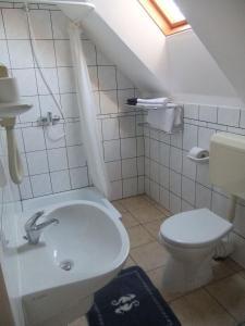 Castelinho Apartmanház, Ferienwohnungen  Gyenesdiás - big - 4