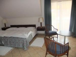 Castelinho Apartmanház, Ferienwohnungen  Gyenesdiás - big - 9