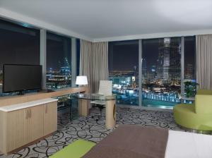 Роскошный номер с видом на небоскреб Бурдж-Халифа