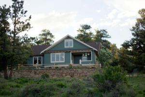 The Golden Leaf Inn - Accommodation - Estes Park