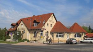 Anker Étterem és Panzió, Guest houses  Gönyů - big - 1