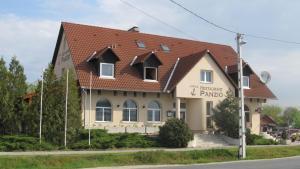 Anker Étterem és Panzió, Guest houses  Gönyů - big - 33