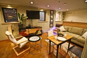 McAllister Studio Apartment photos
