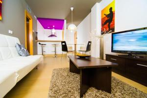 Apartamentos 16:9 Suites Almería.  Foto 1