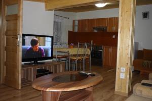 Penzion Tatry, Ferienwohnungen  Veľká Lomnica - big - 8