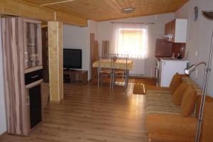 Penzion Tatry, Ferienwohnungen  Veľká Lomnica - big - 6