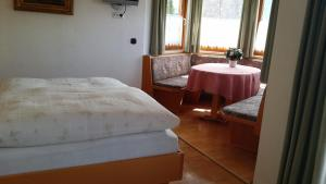 Kreuzhof, Bed and breakfasts  Seefeld in Tirol - big - 2