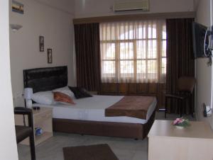 Dora Silan Hotel