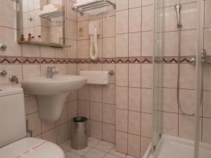 Hotel Glam, Отели  Скопье - big - 42