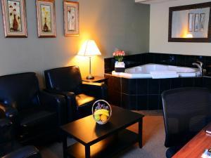 Chateau Regina Hotel and Suites, Hotels  Regina - big - 18
