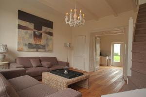 Vakantiewoning K&W, Holiday homes  Ouddorp - big - 13