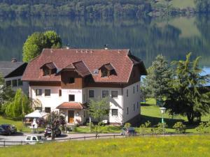 Ferienwohnungen Seerose direkt am See, Apartmány  Millstatt - big - 66