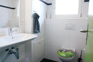 Double Room with Shared Bathroom Valley Hostel